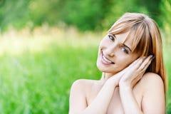 Retrato de encantar de pelo rubio Fotografía de archivo