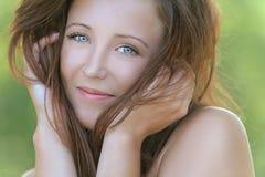 Retrato de escuro-de cabelo bonito Foto de Stock Royalty Free