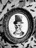 Retrato de esqueleto assustador do cavalheiro foto de stock royalty free