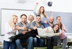 Retrato de estudiantes adultos en la clase Imagen de archivo