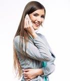 Retrato de fala do telefone da mulher Fundo branco Foto de Stock Royalty Free