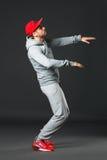 Retrato de Fullbody da dança fresca nova do homem no fundo escuro fotos de stock royalty free