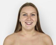 Retrato de Ginger Hair Bare Chest Smiling de la mujer Imágenes de archivo libres de regalías