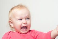 Retrato de gritar al bebé joven Foto de archivo