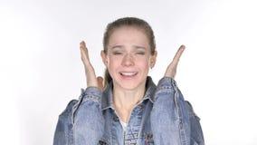 Retrato de gritar a jovem mulher ocasional que vai louca video estoque