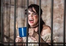 Retrato de gritar o prisioneiro fêmea Imagem de Stock