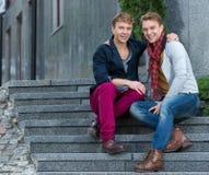 Retrato de hermanos gemelos de moda elegantes Fotografía de archivo