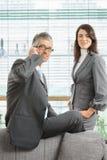 Retrato de hombres de negocios confiados en traje Foto de archivo