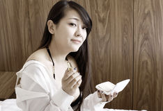 Retrato de interior de la muchacha asiática Imagen de archivo libre de regalías