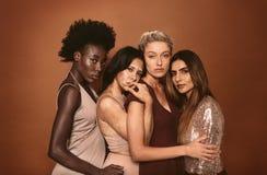 Retrato de jovens mulheres à moda Fotos de Stock Royalty Free