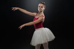 Retrato de la bailarina en actitud del ballet Imágenes de archivo libres de regalías