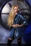 Retrato de la belleza de la moda de la mujer, Girl Hairstyle modelo, pelo rubio Fotografía de archivo libre de regalías
