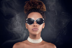Retrato de la belleza de la mujer afroamericana elegante imágenes de archivo libres de regalías