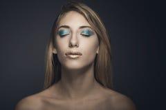 Retrato de la belleza de la mujer atractiva joven Fotos de archivo libres de regalías
