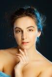Retrato de la belleza de la mujer bonita joven en estudio Conce del cuidado de la cara Fotografía de archivo
