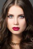 Retrato de la belleza de la mujer joven magnífica Imagen de archivo libre de regalías