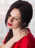 Retrato de la belleza del pelo de la mujer Alineada roja Cierre para arriba Foto de archivo