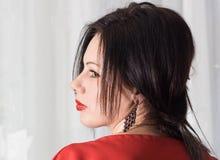 Retrato de la belleza del pelo de la mujer Alineada roja Cierre para arriba fotografía de archivo