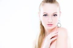 Retrato de la belleza En el fondo blanco Primer fresco perfecto de la piel Aislado en el fondo blanco Modelo puro de la belleza Fotografía de archivo libre de regalías