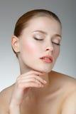 Retrato de la belleza Mujer hermosa que toca su cara Fres perfecto Fotografía de archivo libre de regalías