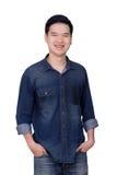 Retrato de la camisa de los vaqueros del hombre que lleva asiático Fotos de archivo libres de regalías