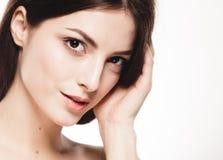 Retrato de la cara de la mujer de la belleza Girl modelo hermoso con la piel limpia fresca perfecta fotografía de archivo libre de regalías
