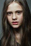 Retrato de la cara del primer de la mujer joven sin maquillaje Imagen de archivo libre de regalías