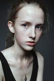 Retrato de la cara del primer de la mujer joven sin maquillaje I natural Fotografía de archivo