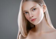 Retrato de la cara de la mujer de la belleza Girl modelo hermoso con el franco perfecto fotografía de archivo