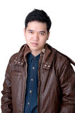 Retrato de la chaqueta del amd de la camisa de los vaqueros del hombre que lleva asiático. Foto de archivo
