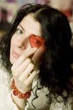 Retrato de la chica joven con el corazón Imagen de archivo
