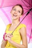 Retrato de la chica joven con el paraguas carmesí Fotografía de archivo libre de regalías