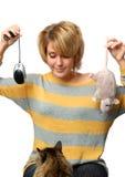 Retrato de la chica joven con el ratón Foto de archivo