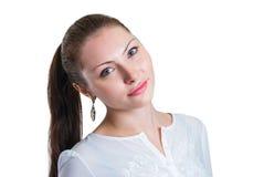 Retrato de la chica joven con las manos en su pelo fotos de archivo libres de regalías