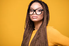 Retrato de la chica joven de moda Fotos de archivo
