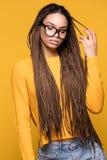 Retrato de la chica joven de moda Imágenes de archivo libres de regalías