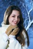 Retrato de la chica joven feliz en guantes Foto de archivo libre de regalías
