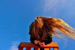 Retrato de la chica joven hermosa con el pelo del vuelo Foto de archivo libre de regalías