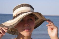 Retrato de la chica joven que anticipa Fotos de archivo libres de regalías