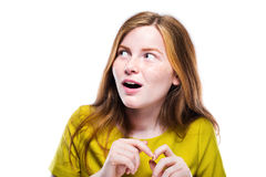 Retrato de la chica joven que se pregunta aislado en el fondo blanco Imagenes de archivo