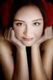 Retrato de la chica joven sonriente. Foto de archivo libre de regalías