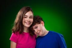 Retrato de la chica joven y del muchacho Fotografía de archivo