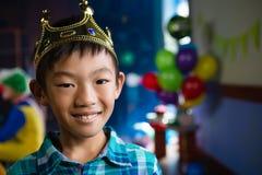 Retrato de la corona que lleva del muchacho Fotografía de archivo libre de regalías