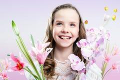 Retrato de la diversión de la muchacha con las flores Imagen de archivo