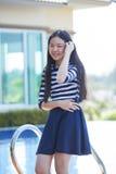 Retrato de la emoción sonriente adolescente asiática joven de la felicidad de la cara en h Imagen de archivo libre de regalías