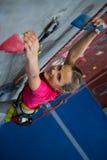Retrato de la escalada practicante del adolescente Imagen de archivo libre de regalías