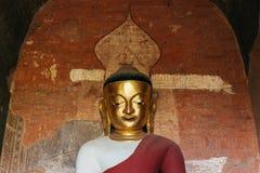 Retrato de la estatua de oro de Buda en Myanmar Imagenes de archivo