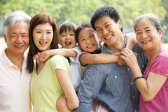 Retrato de la familia china multigeneración Foto de archivo libre de regalías