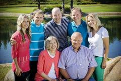 Retrato de la familia de dos generaciones Fotografía de archivo