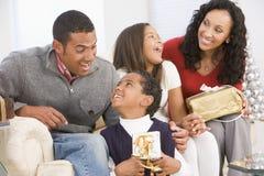 Retrato de la familia en la Navidad Imagen de archivo libre de regalías